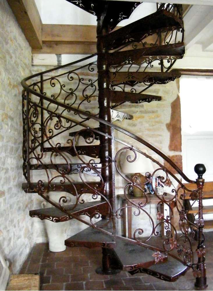 Escalier En Colimacon Tout Metal Avec Rampe Ferronnerie Traditionnelle