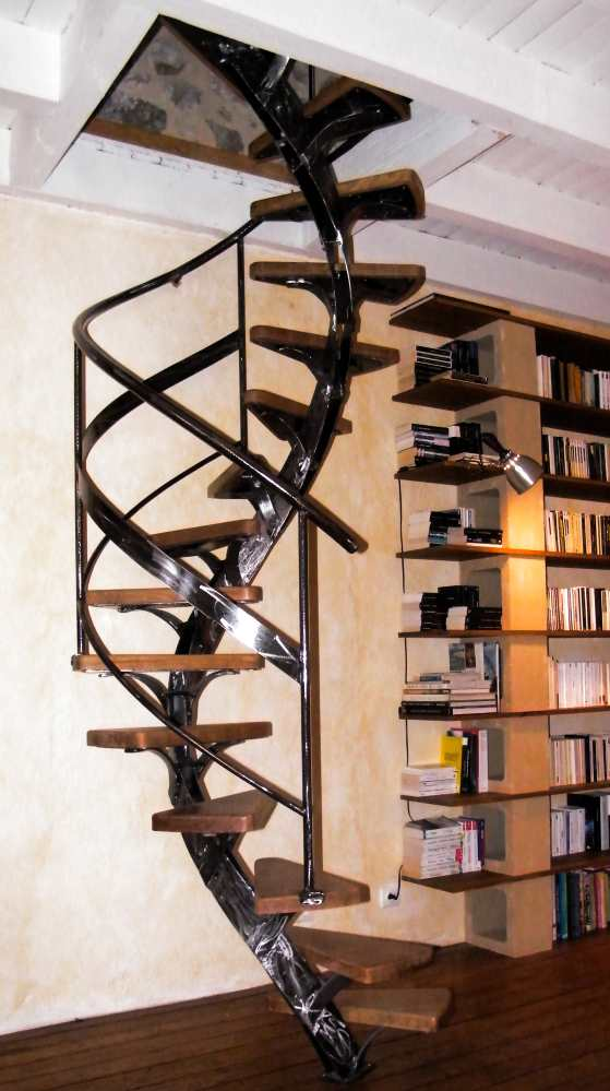 escalier h lico dal r alis dans une petite tr mie de 1m 3 m tres de hauteur. Black Bedroom Furniture Sets. Home Design Ideas