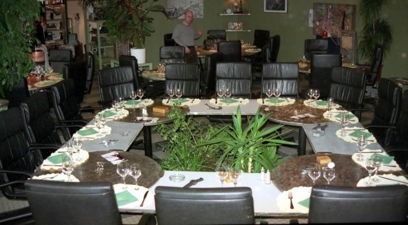Table Carré Avec Jardin Intérieur 16 Personnes Création Et
